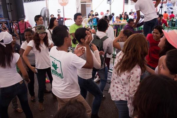 En el campamento del Partido Verde todo el tiempo hay música y animadores. Foto: Patricia Montesinos/ Chiapas PARALELO.