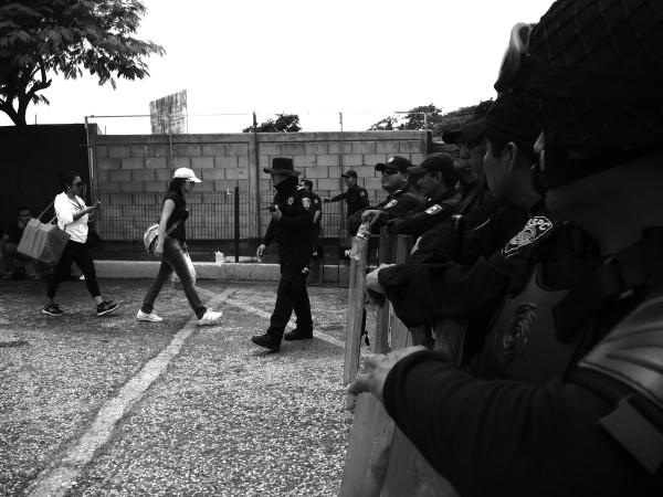 Bloqueos impidieron el paso de cientos de personas. Foto: Raúl Vera