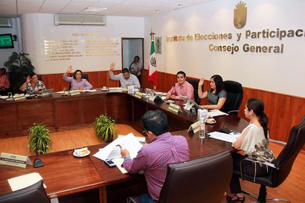 Dicta resolución la Comisión de Quejas y Denuncias, por quejas interpuestas a funcionarios, diputados locales y federales.
