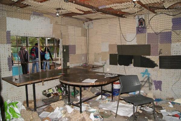 Regeneración Radio fue atacada.