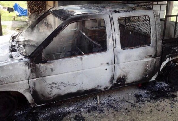 La camioneta quemada en la gresca