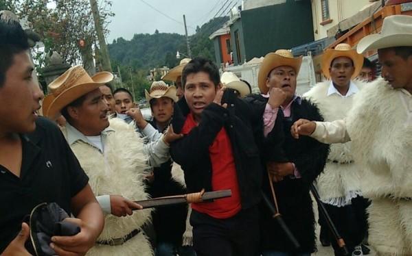 Persona que fue detenida y posteriormente linchada en San Juan Chamula. Foto: Cortesía