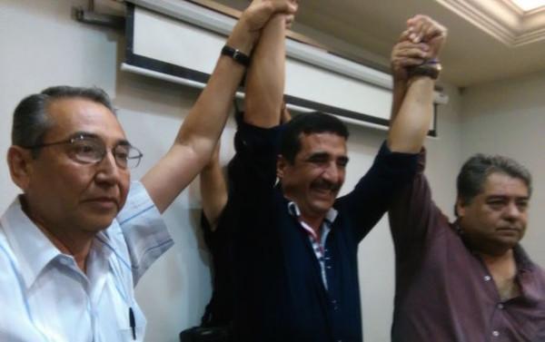 Ancheyta levanta el brazo de Rojas Toledo