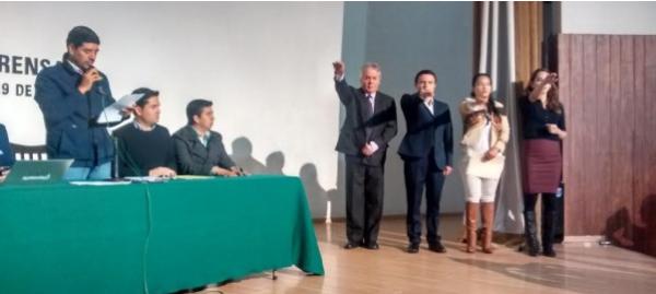 Alcalde de San Cristóbal tomó protesta a Salomón Molina López, como titular del Instituto de la Fe. Foto: Ayuntamiento.