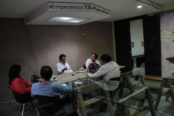 Durante la entrevista, el senador del PRD habló de sus aspiraciones de dirigir su partido a nivel nacional y de la situación política de Chiapas. Foto: Roberto Ortíz/ Chiapas PARALELO.