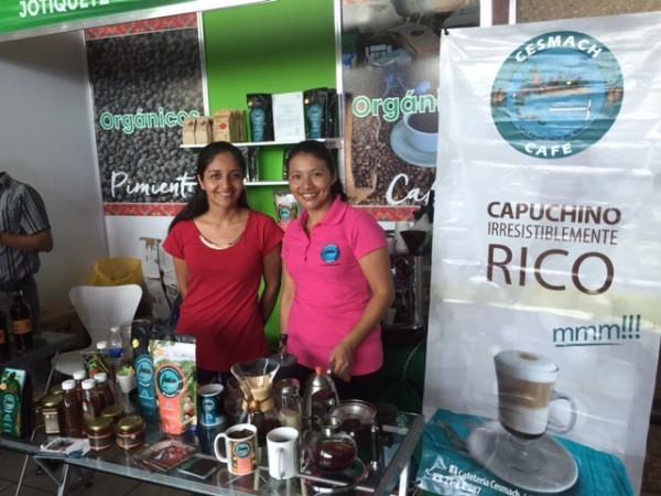 Productoras de café chiapaneco exponen su producto. Foto: Chiapas Paralelo