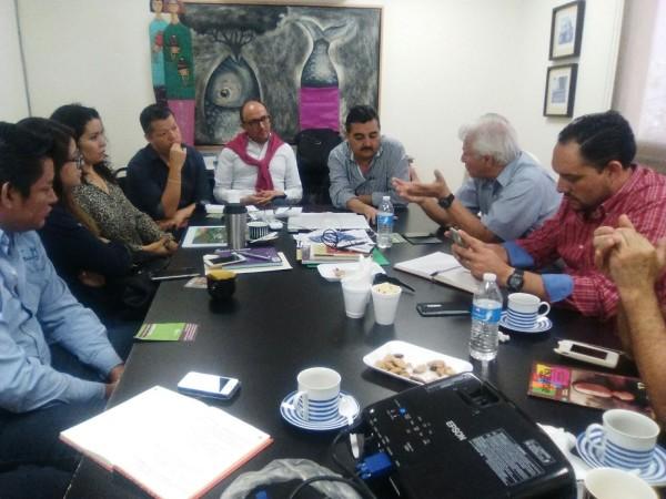En la mesa de diálogo autoridades y activistas defensores del Joyyo Mayu