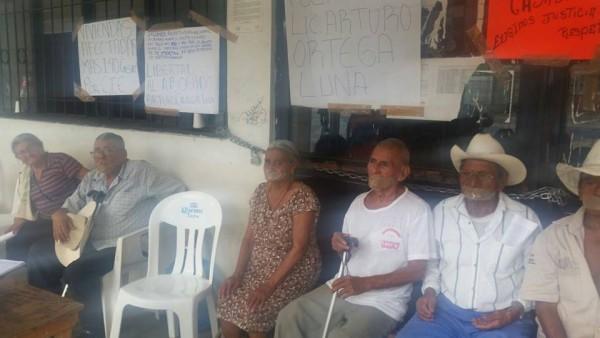 Hombres y mujeres de Chicoasén en huelga de hambre. Foto: Cortesía