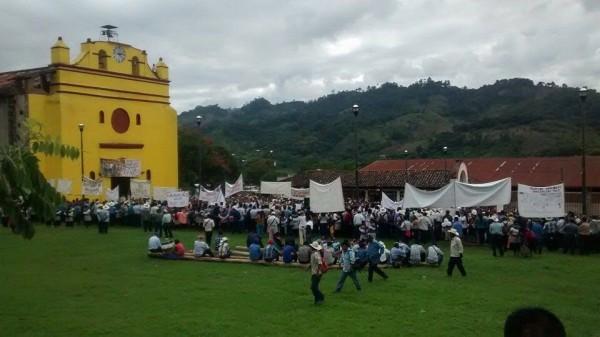 En las marchas recordaron al Papa Francisco y a la Iglesia comprometida con los pueblos. Foto: Cortesía Medios Libres