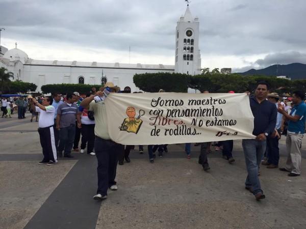"""""""Nuestras exigencias son muy claras, derogación de la reforma educativa, no a la evaluación punitiva y liberación de nuestros presos políticos"""". Foto: Archivo Chiapas PARALELO"""