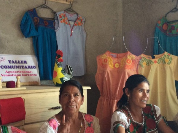 Durante dos años las mujeres se han capacitado y han compartido sus saberes ancestrales para dar origen a una marca propia. Foto: Cortesía