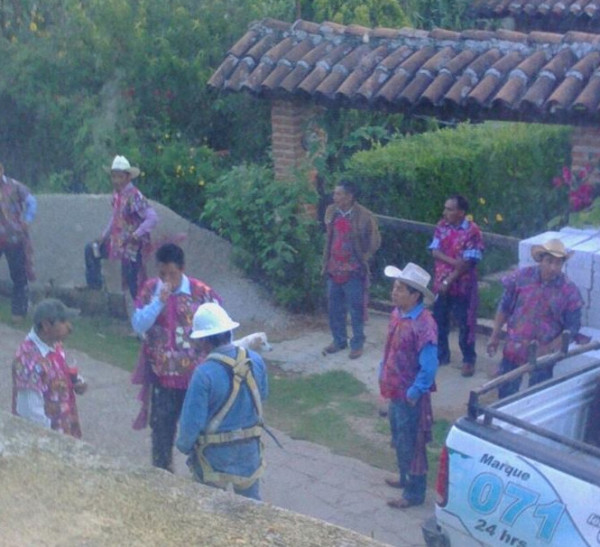 Cortan servicios a familias zapatistas de Zinacantán. Foto: Cortesía.