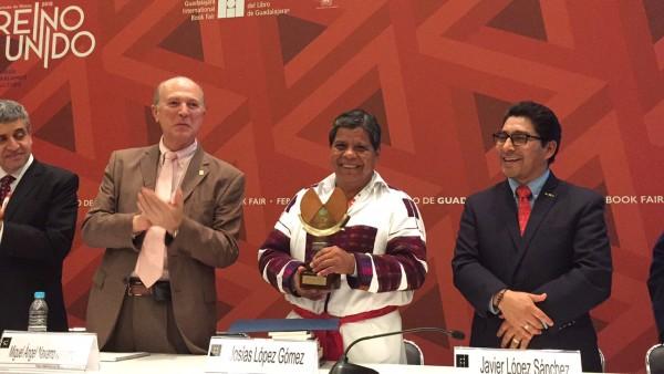 Escritor indígena Josías López Gómez recibe Premio de Literaturas Indígenas de América 2015