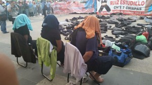 Servidores públicos secuestrados por maestros
