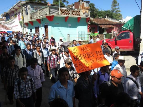 Habitantes de La Pimienta se manifestaron para denunciar que a sobrevivientes por la aplicación de vacunas contaminadas no les dan seguimiento médico. Foto: Cortesía