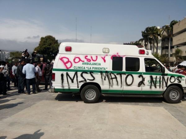 Los indígenas de La Pimienta en Simojovel rechazaron esta ambulancia por vieja, les prometieron una nueva.