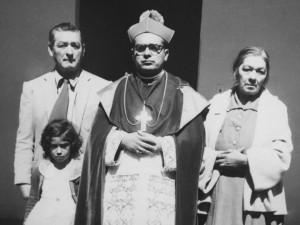 El obispo con sus padres que se vinieron a Chiapas para acompañar a su hijo que a los 35 años se hizo obispo de Chiapas