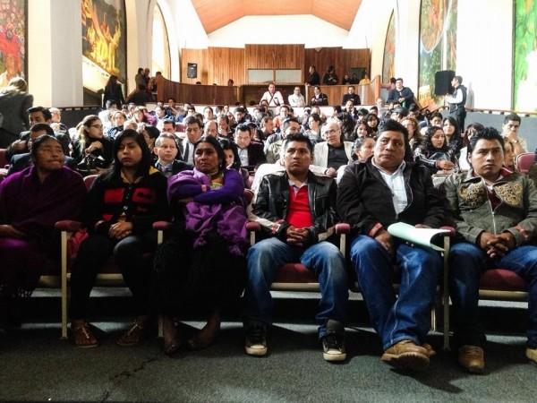 Habitantes de El Aguaje, de San Cristóbal de las Casas, en espera de la disculpa pública. Foto: Frayba