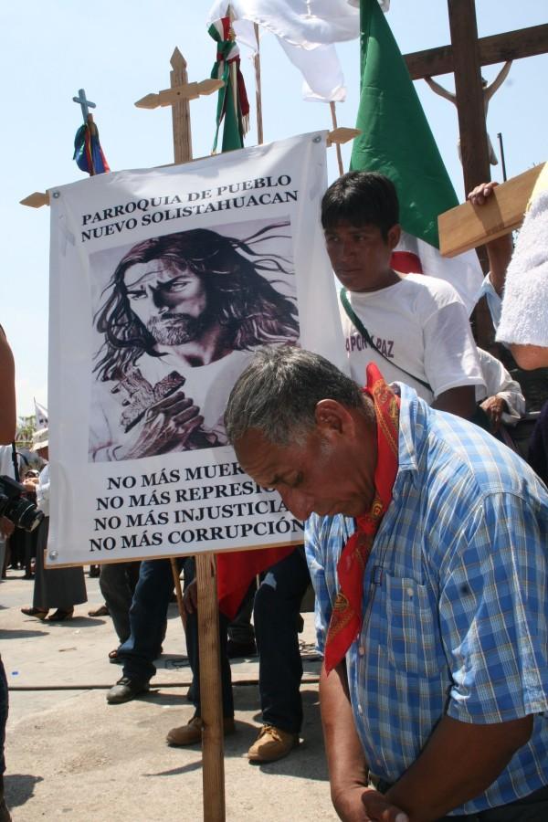"""Peregrinación del Pueblo Creyente, """"no más muertes, no más represión, no más injusticia, no más corrupción"""". Foto: Ángeles Mariscal/ ARCHIVO"""