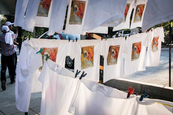 Negocios ambulantes se colocaron en diferentes partes de la ciudad para ofrecer productos relacionados con la visita del Papa. Foto: Francisco López Velásquez/ Chiapas PARALELO.