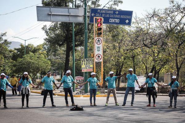 Valla de jóvenes católicos en el trayecto del Papa Francisco por las calles de Tuxtla. Foto: Francisco López Velásquez/ Chiapas PARALELO.