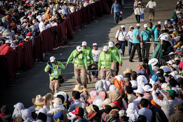 Personas tuvieron que ser auxiliadas por problemas de salud. Foto: Francisco López Velásquez/ Chiapas PARALELO.