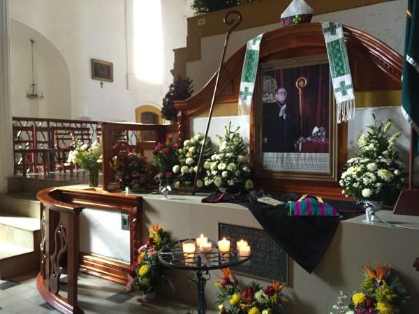 """""""Si la Iglesia no opta por los pobres, no es entonces la Iglesia de Jesucristo..."""": Samuel Ruiz. Tumba de Samuel Ruiz. Foto: Ángeles Mariscal/ARCHIVO"""