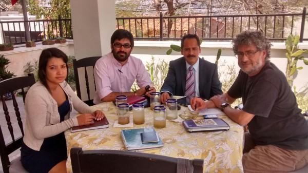Miembros de la REDIJ con Gustavo Castro en Honduras