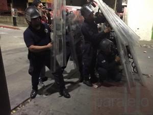 Policías repelen el ataque de los tsotsiles de Chenalhó.