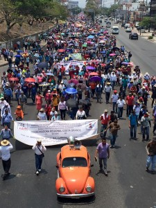 Las Secciones 7 y 4 del SNTE, adheridos a la CNTE, salieron hoy a tomar la plaza central de Tuxtla