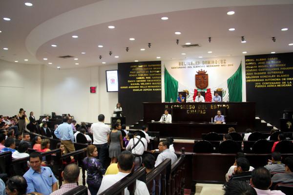 """La secrecía con la que están manejando el tema genera desconfianza, da en qué pensar. Esa """"reforma integral"""" podría ser cualquier cosa, lo mejor o lo peor para Chiapas. Se votará durante esta semana cuando ya hay quienes andan de vacaciones con la mirada en otro lado."""