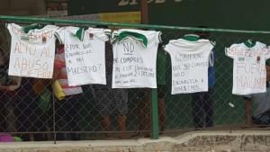 También en una escuela primaria de Chiapa de Corzo quemaron uniformes escolares verdes
