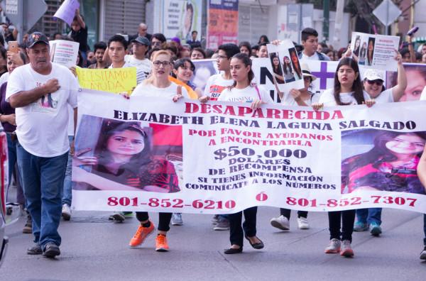 La familia de Elizabeth Elena, quien desapareció en Estados Unidos el año pasado, también iba al frente de la marcha. Foto: Patricia Montesinos/Chiapas PARALELO.