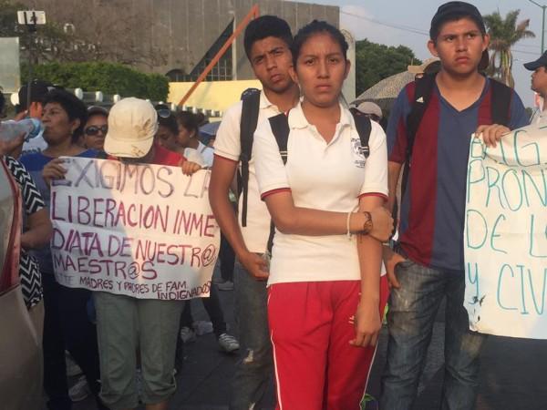 Alumnos de la Escuela Telesecundaria de Los Pájaros en la capital de Chiapas. Foto: Chiapas Paralelo