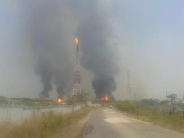 Durante seis horas se mantuvo el siniestro en las plantas de almacenamiento de gas. Foto: Cortesía