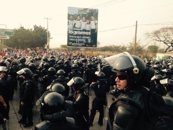 """""""El gobierno federal le amarró las manos a Velasco y tomó el control de la situación"""". Foto: Raúl Vera"""