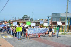 Los mentores y padres de familia, anunciaron que para el día de mañana tomaran los planteles 29 y 30, del Colegio de Bachilleres de Chiapas ubicados en la cabecera municipal y el ejido de Santo Domingo.