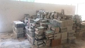 Para remodelar la oficina de Betancourt se han sacado los archivos a la intemperie.