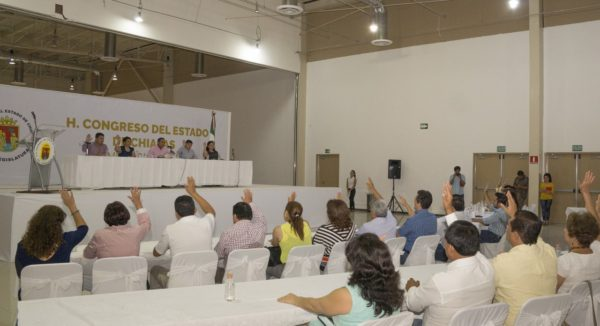 En sesión extraordinaria y en el centro de convenciones de la Unach se aprobó la cuenta pública 2015 del gobierno de Manuel Velasco.