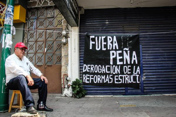 El magisterio colocó en diferentes partes del centro campamentos porque iniciaron un paro indefinido. Foto: Francisco López/ Chiapas PARALELO.