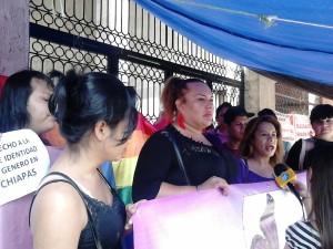 En las puertas del Congreso del Estado, mujeres trans pidieron a los diputados y las diputadas legislen por el derecho a la identidad.