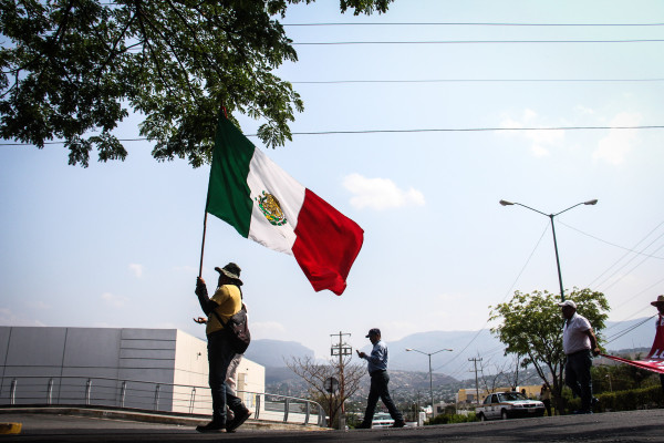 Andrés Manuel López Obrador, de nueva cuenta, podría ser el gran verdugo de los chiapanecos en este manoseo de aspirantes a la gubernatura. Es que al tal AMLO NO le importa quién gobierne Chiapas sino el que le aporte más votos para ganar la presidencia de México.