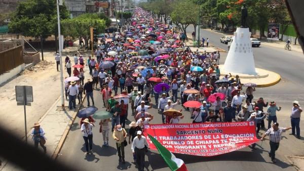 Magisterio inició con la marcha un paro laboral indefinido. Foto: Isaín Mandujano/Chiapas Paralelo