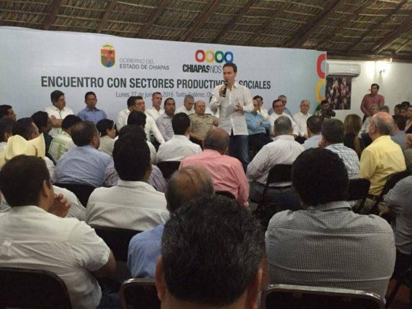Velasco Coello en su reunión con empresarios, productores y líderes de organizaciones sociales