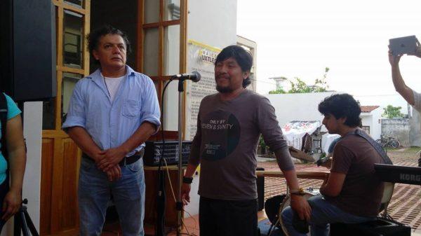 Maestros reciben la donación recabada durante la exposición del artista Enrique Díaz, en el Museo de la Ciudad de Tuxtla Gutiérrez. Foto: Chiapas Paralelo