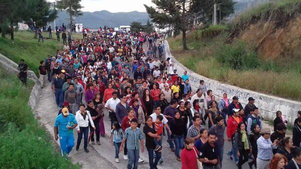 Maestros y sociedad civil reinstala bloqueo. Foto: Saúl Kak