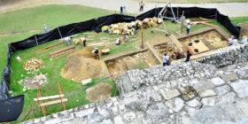 Los trabajos de excavación al pie del Templo de las Inscripciones