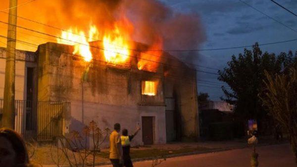 © Incendios que purifican todo. Dominio público. México, 2006