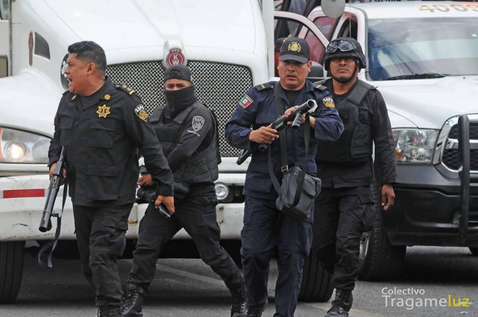 policias en desalojo