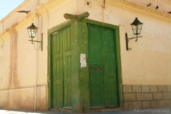 Puerta doble en esquina. Foto: albumfotos.com